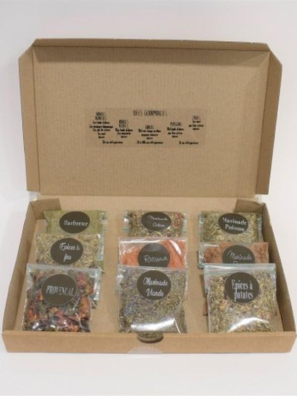 Un coffret d'exception avec 9 sachets d'épices et marinades.  22.5x15x2.5cm
