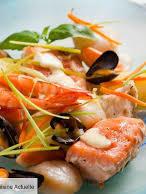 """Waterzooi de poissons """"prestige""""  Homard et St-Jacques, saumon, cabillaud, scampis, crevettes roses,  pommes nature, julienne de légumes"""